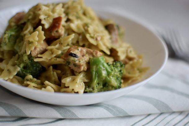 creamy-chicken-broccoli-mushroom-pasta-closeup