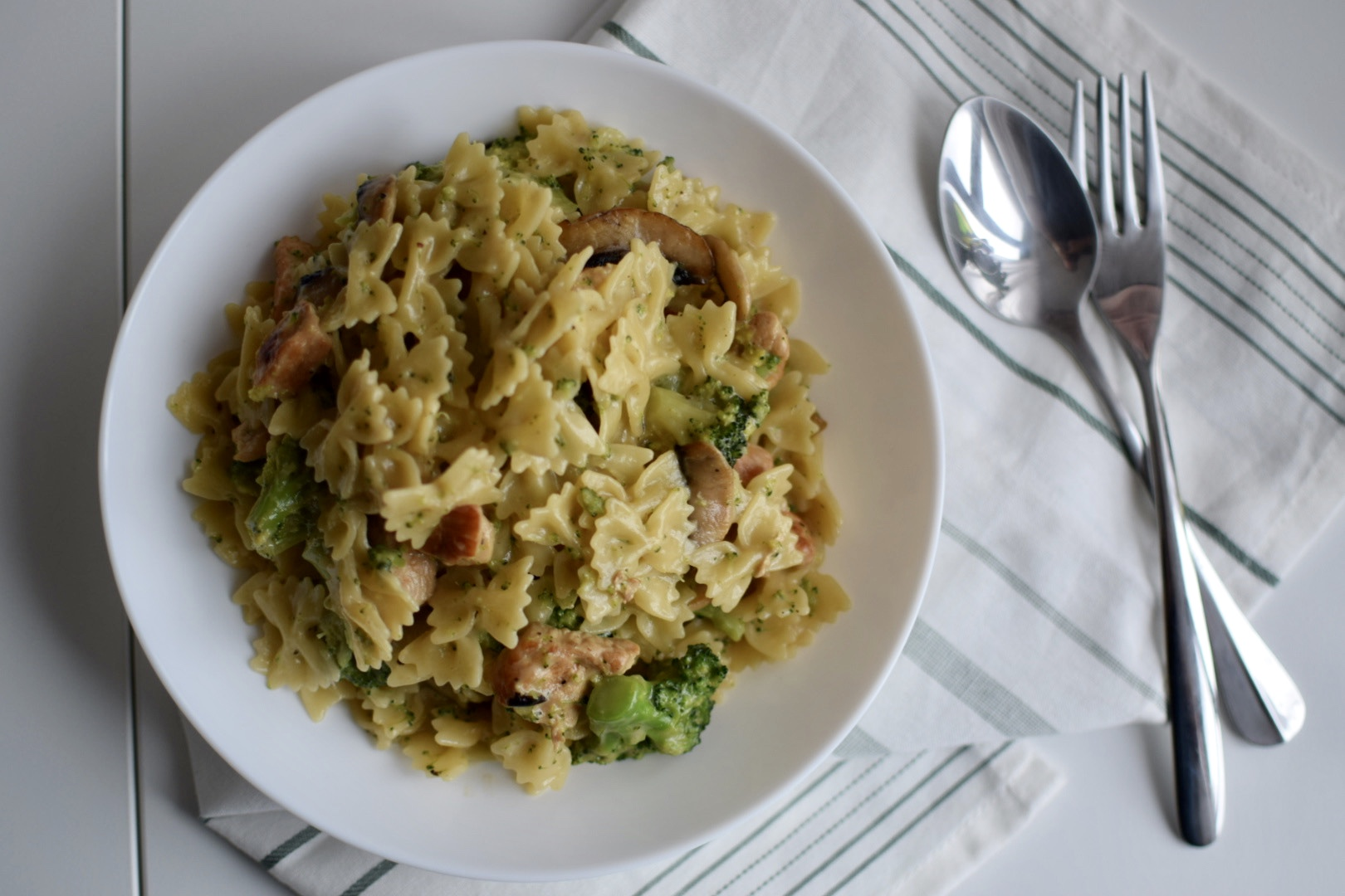 creamy-chicken-broccoli-mushroom-pasta